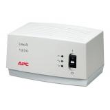 стабилизатор напряжения apc line-r le1200-rs (1200va, 3 розетки euro) grey